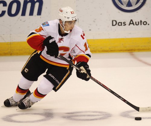 Calgary Flames down Phoenix Coyotes, move into 3rd in Pacific