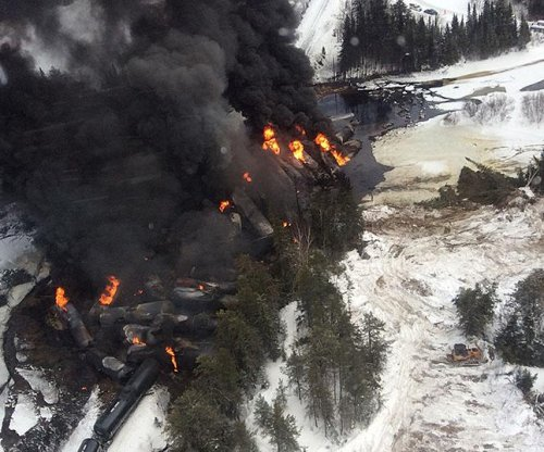U.S., Canada under pressure on oil-train safety