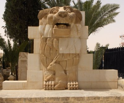 Islamic State militants destroy Palmyra artifacts