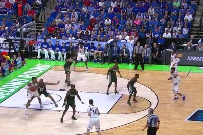 NCAA: Kansas pulls away from Michigan State
