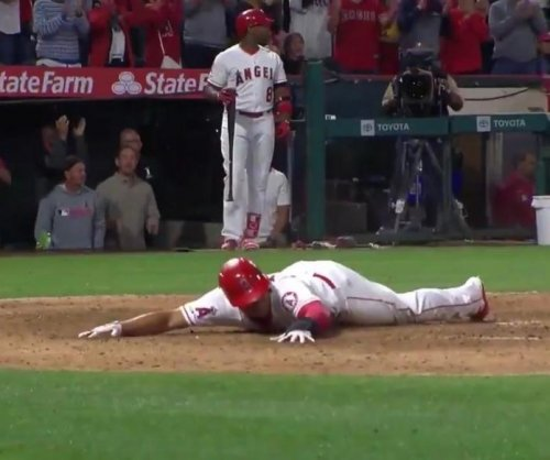 Angels' Wilfredo Tovar scores from second on sacrifice fly