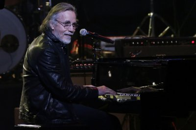 Jackson Browne tests positive for COVID-19