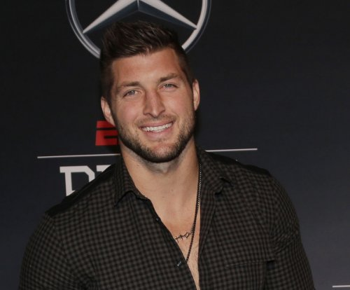 Tim Tebow knows baseball: Ex-QB signs with New York Mets