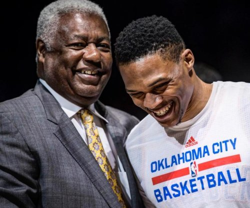 Oscar Robertson presents award to record-breaking Russell Westbrook