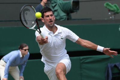 2017 Wimbledon: Novak Djokovic cruises into fourth round