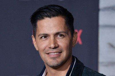 Jay Hernandez lands lead role in 'Magnum, P.I.' reboot pilot