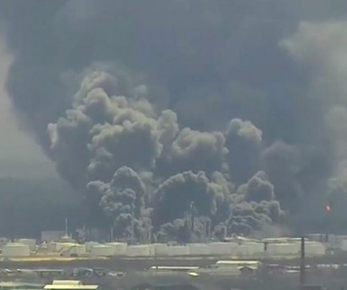 At least 20 injured in Wisconsin oil refinery explosion