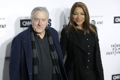 Robert De Niro in talks to join cast of 'Joker' origin film