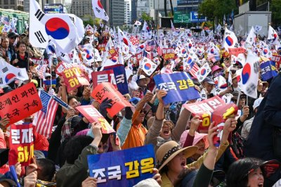 Protesters call for South Korean justice minister's arrest