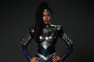 'Titans': Damaris Lewis suits up in new Blackfire costume for S3