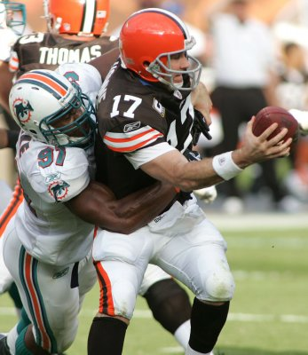 NFL: Cleveland 13, Miami 10