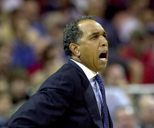 Memphis basketball hires Tubby Smith as coach