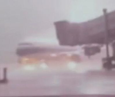 Lightning strikes parked plane at Chinese airport