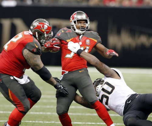 Buccaneers RB Sims agrees to one-year deal