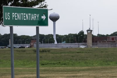 Attorneys ask DOJ to drop execution date after inmate gets COVID-19