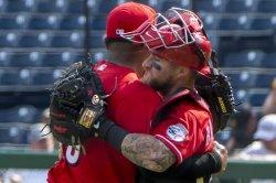 Reds slip by Pirates, tighten NL Wild Card race