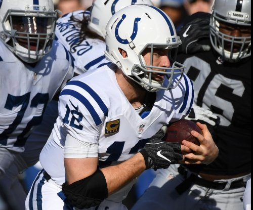 Luck won't throw at Colts minicamp