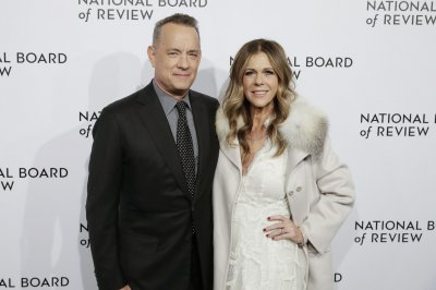 Tom Hanks buys lunch for fans at In-N-Out Burger