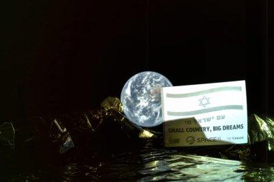 SpaceIL lunar lander in orbit around moon ahead of touchdown