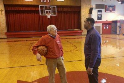 Illinois basketball coach, 'Hoop Dreams' star Gene Pingatore dies at 83
