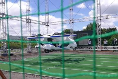 Flying car takes flight briefly in Japan
