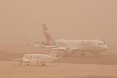 Flights resume on Canary Islands after blinding sandstorm