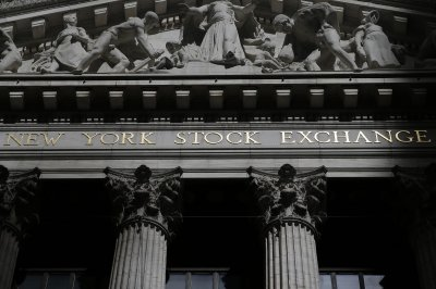 U.S. stocks mostly flat Friday, but still up 3% this week