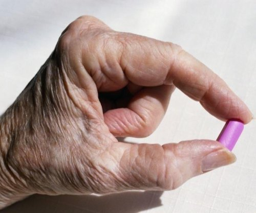 Heartburn meds not tied to hip fractures in Alzheimer's patients
