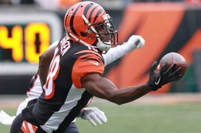 Bengals take WR Green off injury report