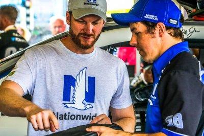 Wrecks end hopes of Dale Earnhardt Jr., Jimmie Johnson at Daytona