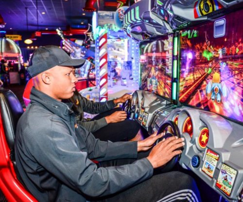 Pittsburgh Steelers skip OTAs for Dave & Buster's