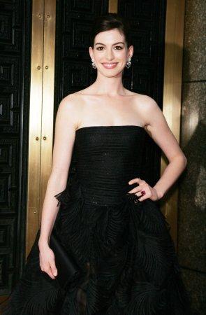 Raccoon upstages Hathaway in play
