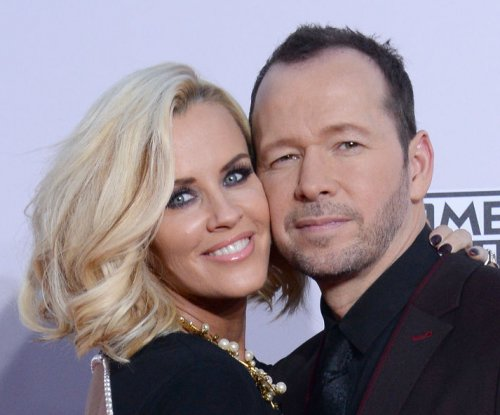 Jenny McCarthy's mom approves of Donnie Wahlberg