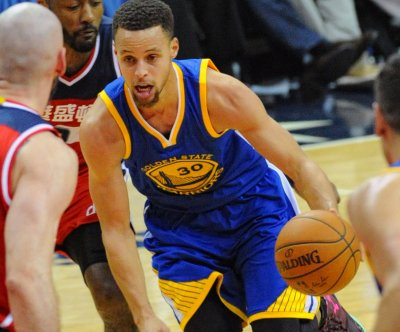 Roundup: Stephen Curry leads Warriors to best start in NBA history