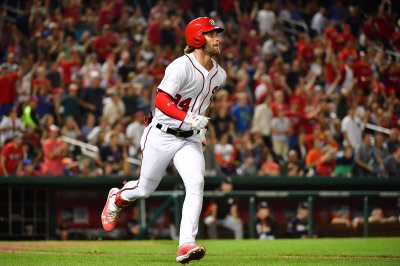 Bryce Harper hurts leg in Washington Nationals' win over San Francisco Giants