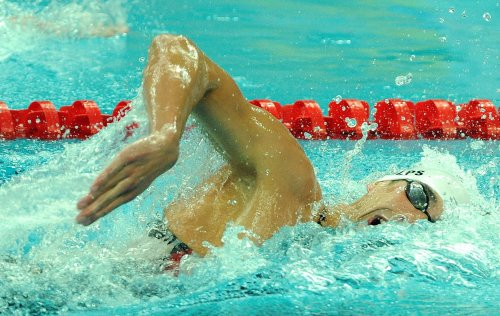 Dramatic win gives Phelps another gold