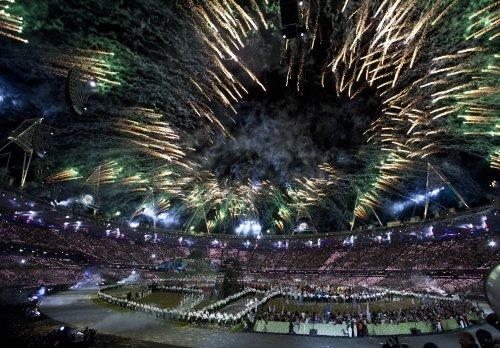 James Bond escorts queen to Olympic Stadium