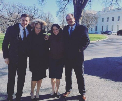 Amy Schumer brings her boyfriend to the White House