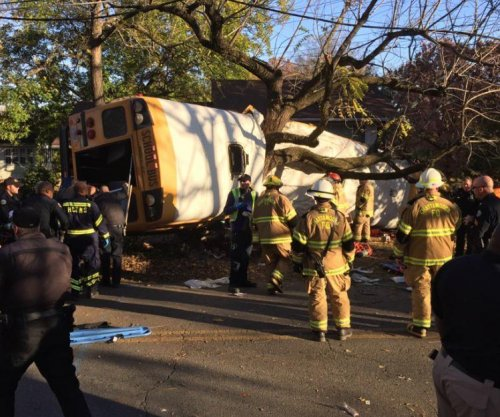 School kids killed, hurt after bus crashes into tree in Tennessee
