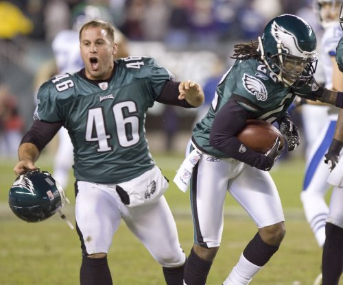 Philadelphia Eagles LS Jon Dorenbos leaves with wrist injury