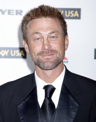 Grant Bowler to play Richard Burton in TV movie