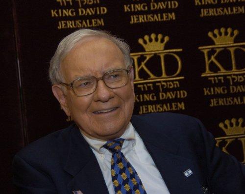 Buffett praises Fed Chairman Ben Berrnanke