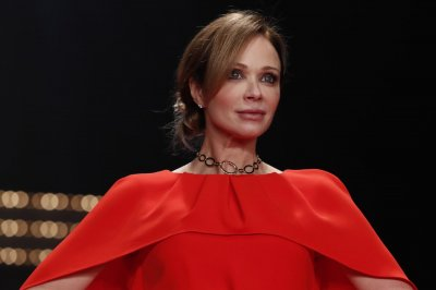 'Tiny Pretty Things': Lauren Holly to star in Netflix adaptation
