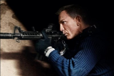 'No Time to Die': Daniel Craig takes aim as James Bond in new poster