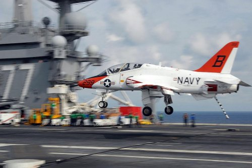 DynCorp to support Navy pilot training