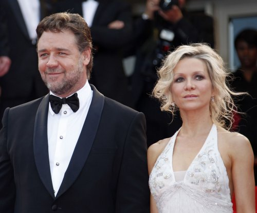 Russell Crowe, estranged wife are 'on great terms'