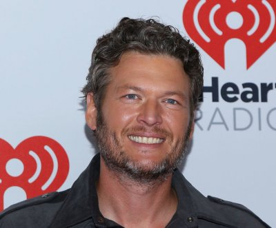 Blake Shelton slams rumors, announces new tour
