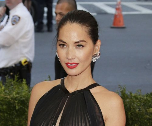 Olivia Munn denies engagement to Aaron Rodgers