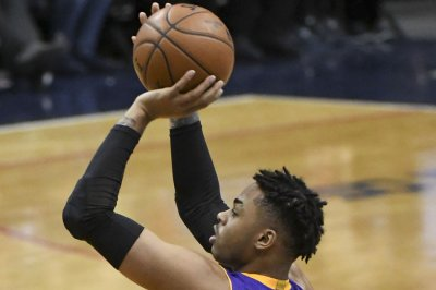 D'Angelo Russell, Los Angeles Lakers snap skid against shorthanded Memphis Grizzlies
