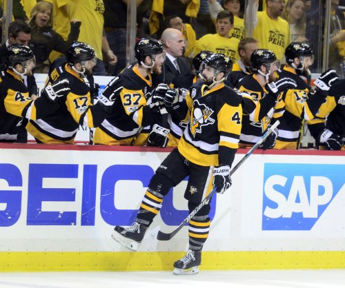 Pittsburgh Penguins sign Justin Schultz to three-year deal